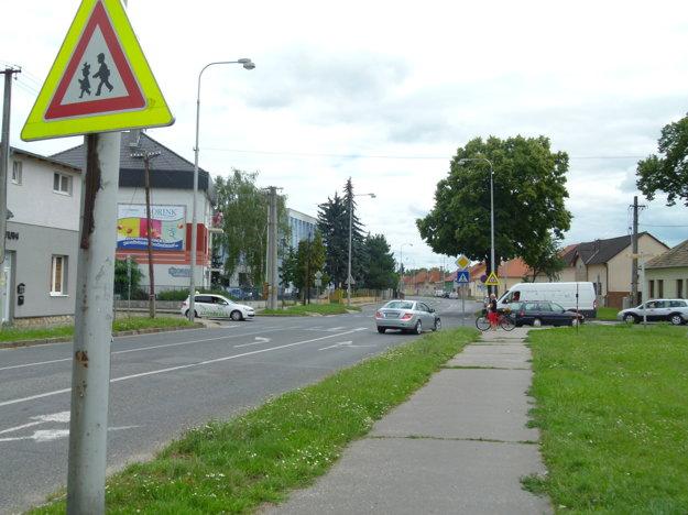 Križovatka Ludanskej cesty a Ul. kpt. Nálepku v Leviciach.