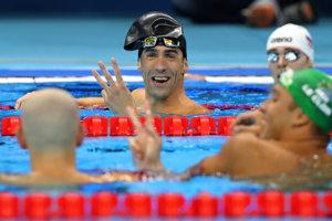 Michael Phelps a Lászlo Cseh sa dohadujú koľko ich na tom druhom mieste vlastne je.