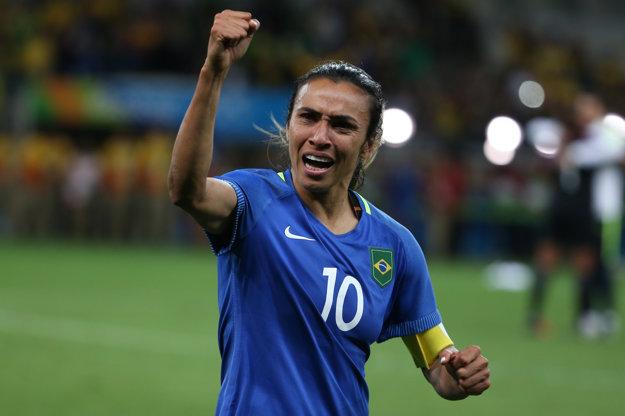 Marta je najväčšou hviezdou Brazílčaniek. Teší sa z postupu, no po nepremenenej penalte mohla byť smutnou hrdinkou.