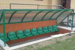 Ochodnici môžu lavičky závidieť aj ligové celky.