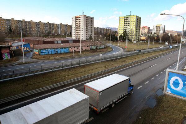 Dopravu na R1 blízko Banskej Bystrice má vybudovanie križovatky odľahčiť.