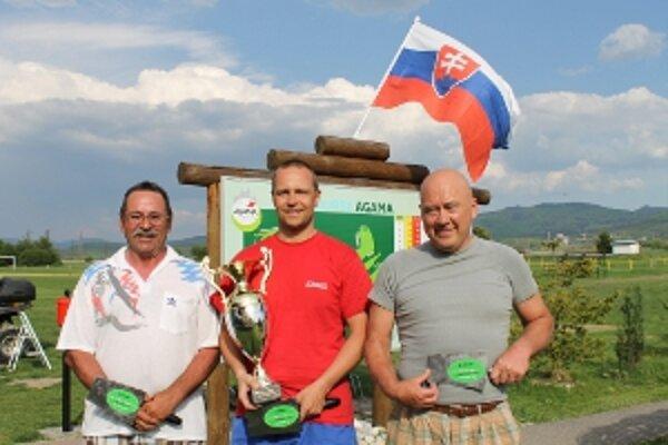Prvú kelňu a meno na putovnom pohári získal Roman Boška.