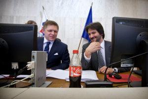 Premiér Robert Fico bol podľa Gorily v konšpiračnom byte v marci 2006. Na pitie si vypýtal kolu.