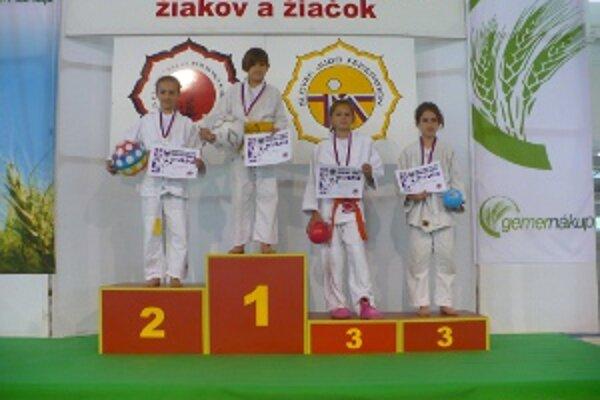 Na turnaji sa najviac darilo Júlii Švecovej (vľavo).
