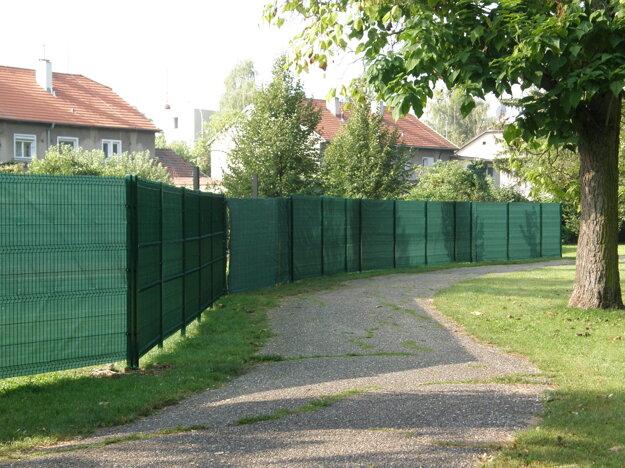 Za plotom má byť klubové ihrisko.