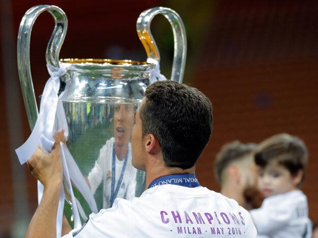 Pohár môže vyhrať len jeden, ale výrazne vylepšiť stav klubovej kasy môžu všetci účastníci Champions League. Silné ligy chcú mať isté štyri miestenky.