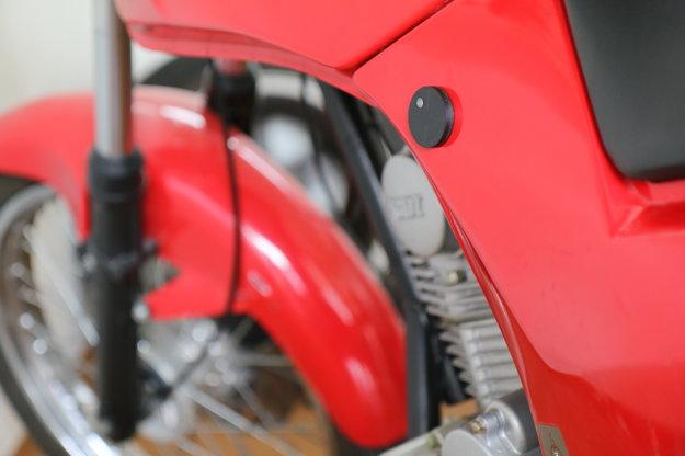 GPS modul nainštalovaný na motorke.