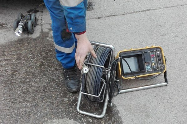 Kamerový systém vyhľadáva poruchy vo verejnej kanalizácii.