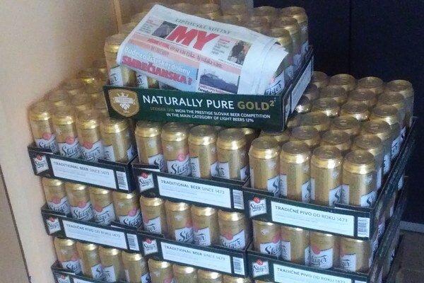 Na výhercov už v redakcii čaká dvadsaťštyri plechoviek piva.