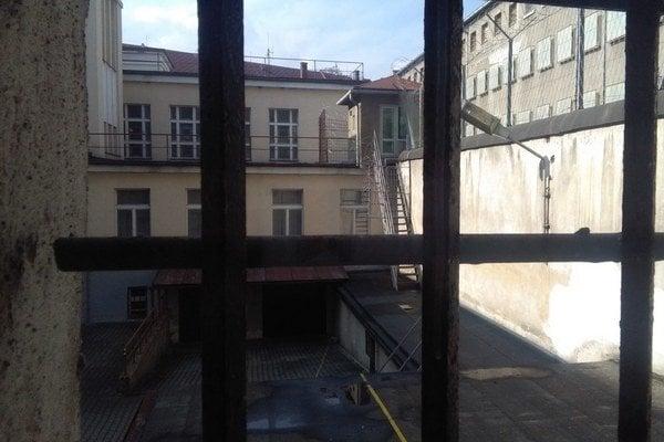 Väznica v centre mesta je súčasťou justičného komplexu z roku 1932. Momentálne v nej žije okolo 350 mužov odsúdených za viacnásobné vraždy, znásilnenia, predaj drog, lúpeže, organizovanie zločineckých skupín a iných trestných činov.