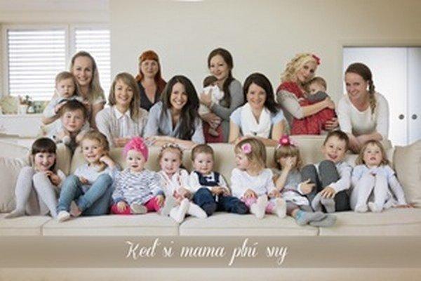 Maminy, ktoré sa starajú o svoje ratolesti a zároveň pracujú z domu.