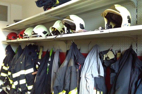 Na okresnej hasičskej stanici v Ružomberku musí byť v pohotovosti vždy aspoň päť mužov.