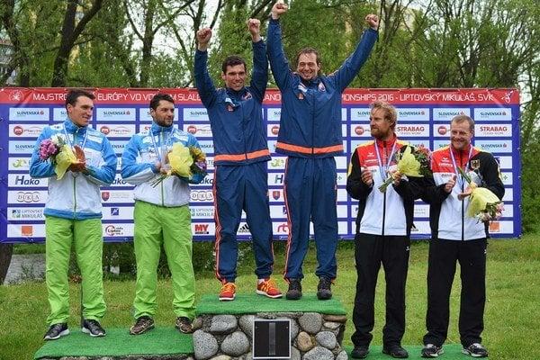 Tomáš Kučera a Ján Bátik na stupni víťazov.