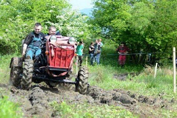 Súťaž Otcov traktora bola zameraná na rýchlosť aj šikovnosť.