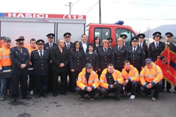 V Bystričanoch sa tešia z nového hasičského vozidla.