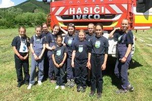 Dobrovoľné hasičky z Veternej Poruby.