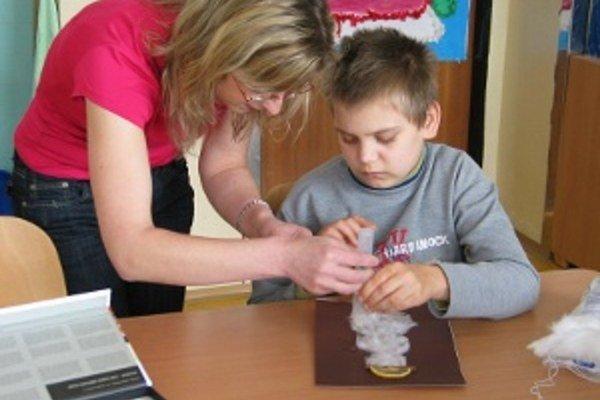 Do škôlky v Liptovskom Jáne chodí dnes 24 detí vo veku od 2,5 do 7 rokov fyzického veku, dovedna sú to tri triedy.