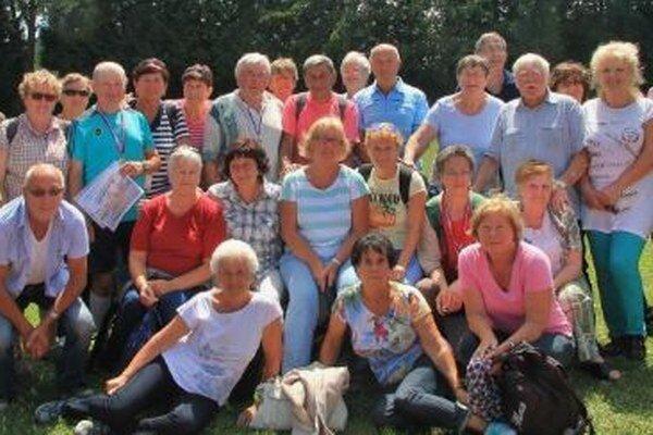 Početná skupina liptovských dôchodcov.