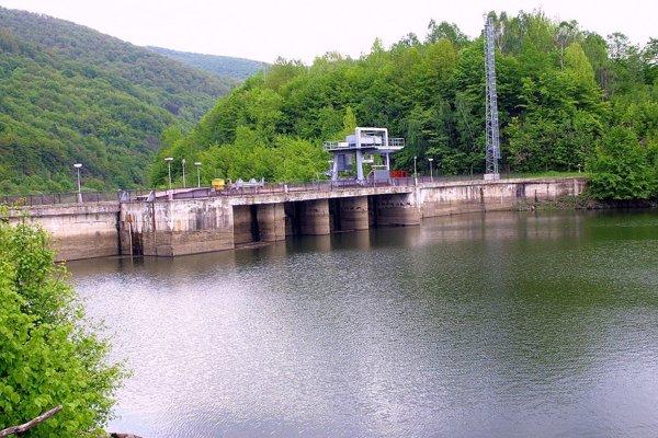 Vodná nádrž Ružín. Rybári sú zvedaví, ako dopadne opakovaná kontrola.
