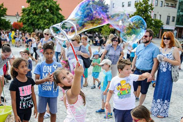 Deň bublín je najväčšie bublinové podujatie organizované dobrovoľníkmi vo viacerých mestách na Slovensku i v zahraničí.