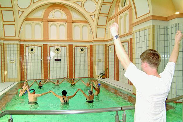 Cvičenie v liečivej vode napomáha navráteniu dobrého zdravotného stavu