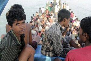 Utečencov z Barmy vracajú naspäť.