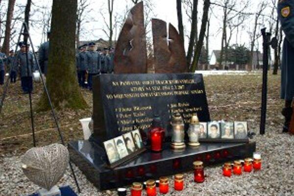 Spomienka sa konala pri pamätníku obetiam výbuchov.