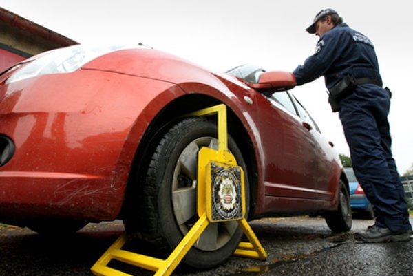 Spoplatnené parkovanie má vyriešiť aj problém s nedisciplinovanými vodičmi
