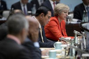 Theresa Mayová má na summite G20 neľahkú pozíciu.