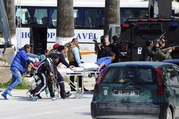 Útok na múzeum podnikli 18. marca dvaja Tunisania vyzbrojení samopalmi typu Kalašnikov.