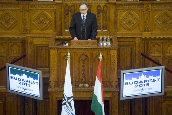 Námestník generálneho tajomníka NATO Alexander Vershbow počas jarného zasadnutia v Budapešti.