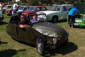 2. medzinárodný zraz majiteľov historických vozidiel atechniky v Dojči.