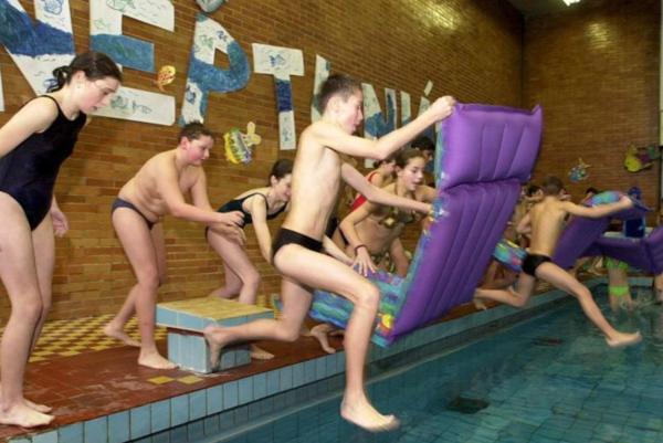 Kúpanie v bazéne v Detskom mestečku.