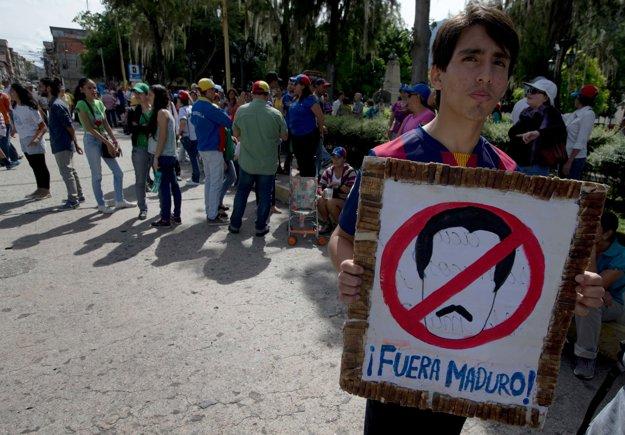 Demonštrácie proti súčasnému prezidentovi Nicolasovi Madurovi sa často končia násilnými stretmi s políciou.