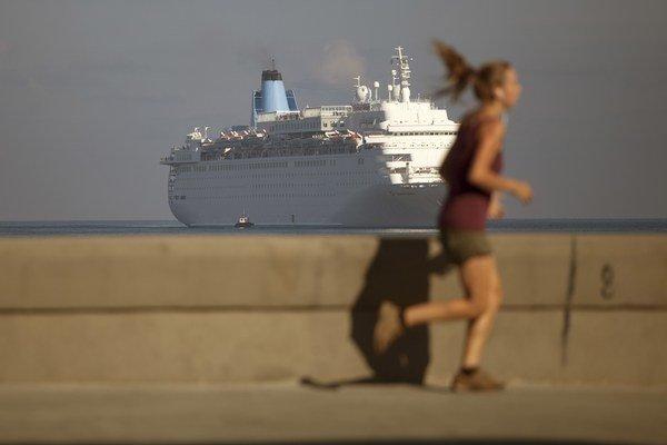 Americká vláda schválila prvú pravidelnú trajektovú dopravu medzi USA a Kubou po dlhých desaťročiach.