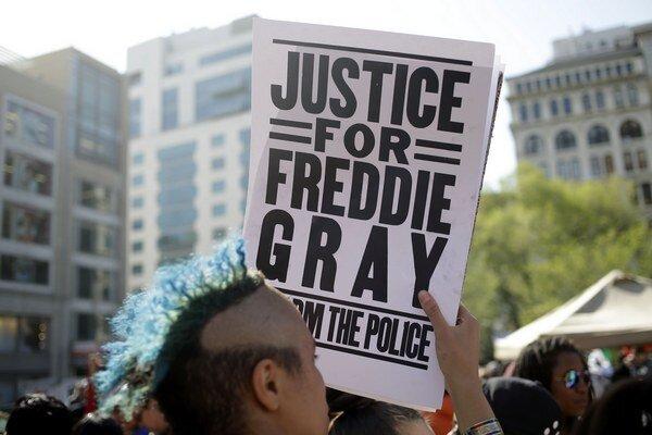 Rýchle rozhodnutie prokurátorky môže prispieť k upokojeniu situácie v meste.