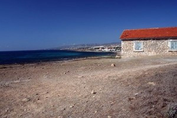 Národnostne zmiešaný Cyprus vstúpil v roku 2004 do EÚ ako celok, hoci v skutočnosti je už desiatky rokov rozdelený na dve časti.