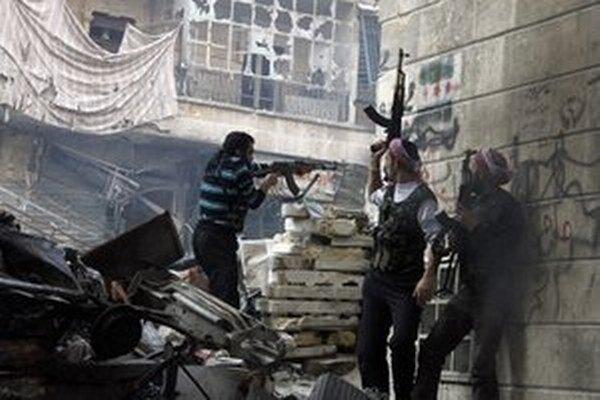 Najnovší americký plán na výcvik a vyzbrojenie sýrskych opozičných síl sa začne realizovať v Turecku 9. mája.