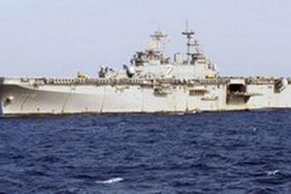 Obojživelná útočná loď USS Essex.