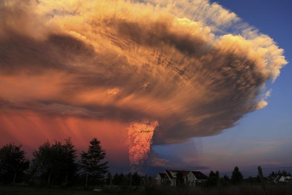 Čilská sopka Calbuco sa prebrala k životu po 43 rokoch.