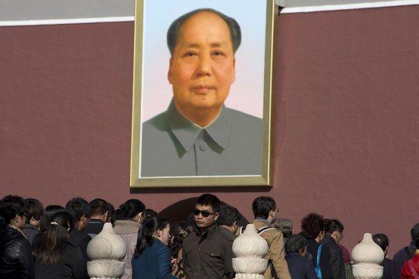 Portrét zakladateľa modernej Číny Mao Ce-tunga má v tejto krajine veľký politický význam.