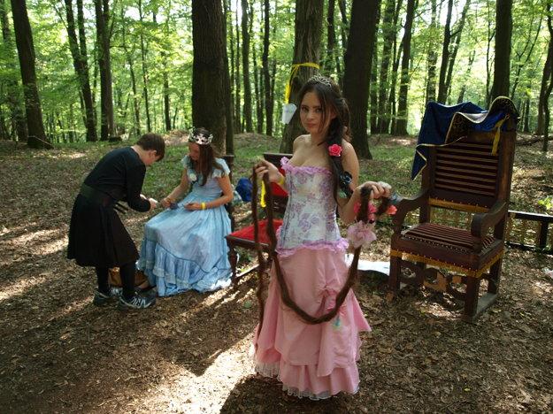 Ochotnícki herci zahrali interaktívnu scénku o Dlhovláske.