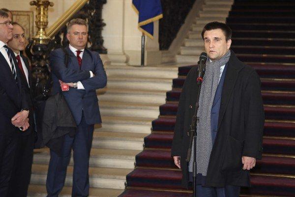 Ukrajinský minister zahraničných vecí Pavlo Klimkin (vpravo).