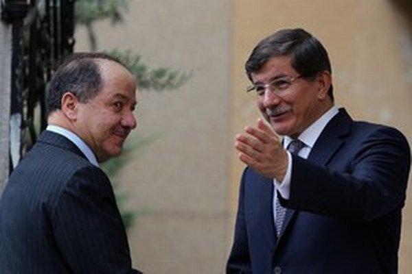 Ahmet Davutoglu (vpravo).