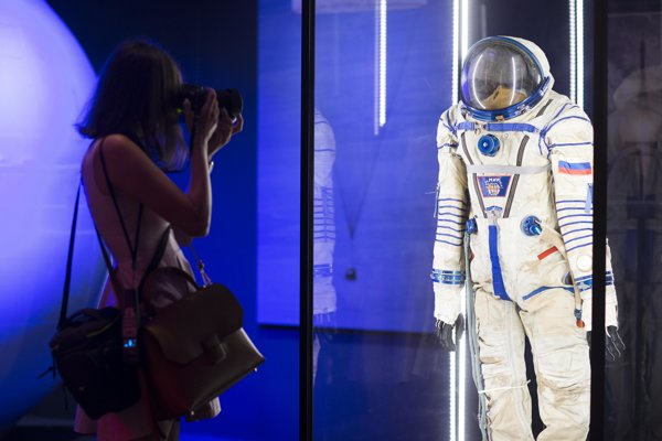 Skafander, ktorý má ochrániť kozmonautov v prípade poruchy hermetického uzavretia kabíny.