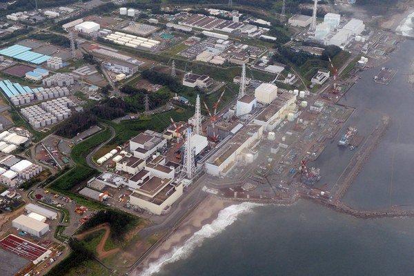 Na archívnej snímke z 20. augusta 2013  letecký pohľad na jadrovú elektráreň vo Fukušime.