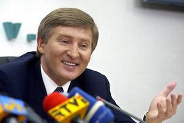 Najbohatší Ukrajinec Rinat Achmetov hral na všetky strany a schudobnel najviac.