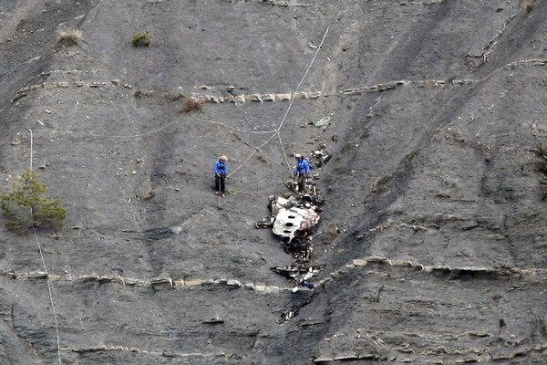 Údaje získané z druhej čiernej skrinky potvrdili, že Andreas Lubitz havaroval lietadlo zámerne.