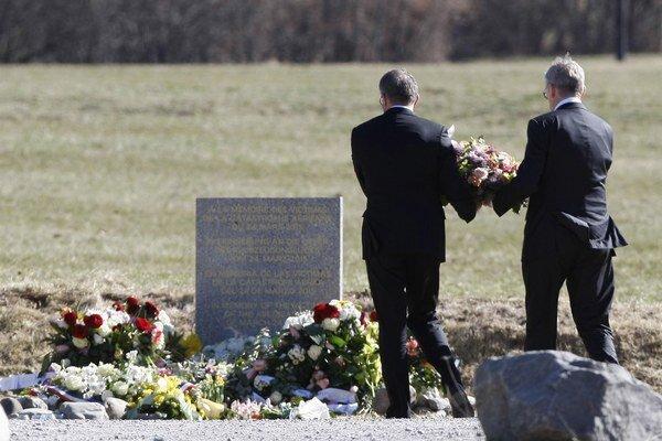 Predstavitelia Lufthansy navštívili miesto tragédie.