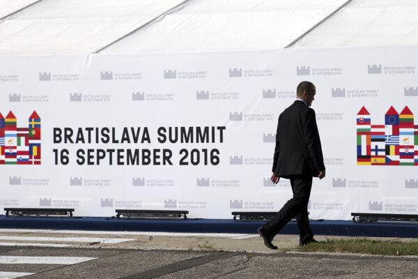 Začína sa summit v Bratislave.